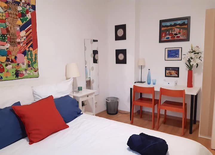 Cosy room & perfect location to visit Berlin.