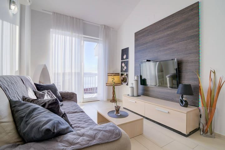 Luxury apartment with sea view 4 + 2