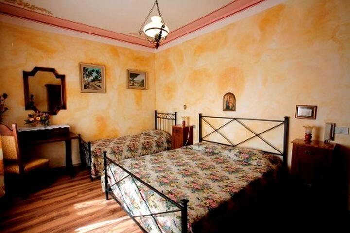 Tipico caseggiato toscano - Castelnuovo dell'Abate