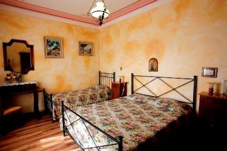 Tipico caseggiato toscano - Castelnuovo dell'Abate - 家庭式旅館