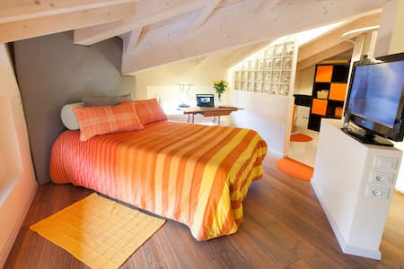 Orange room #2