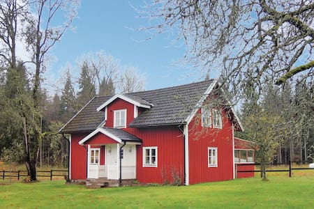 Former farm house with 2 bedrooms on 100m² in Bodafors