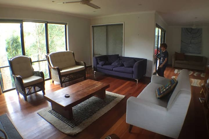 Modern, spacious four bedrooms (sleeps 8-12) - Broulee - Casa