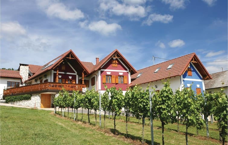 Holiday cottage with 2 bedrooms on 62 m² in Gaas