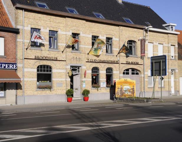 Triple kamer 't Oud Gemeentehuis - Langemark-Poelkapelle - Bed & Breakfast