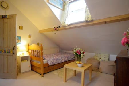 Rosie's Room, Central Bedford - Bedford