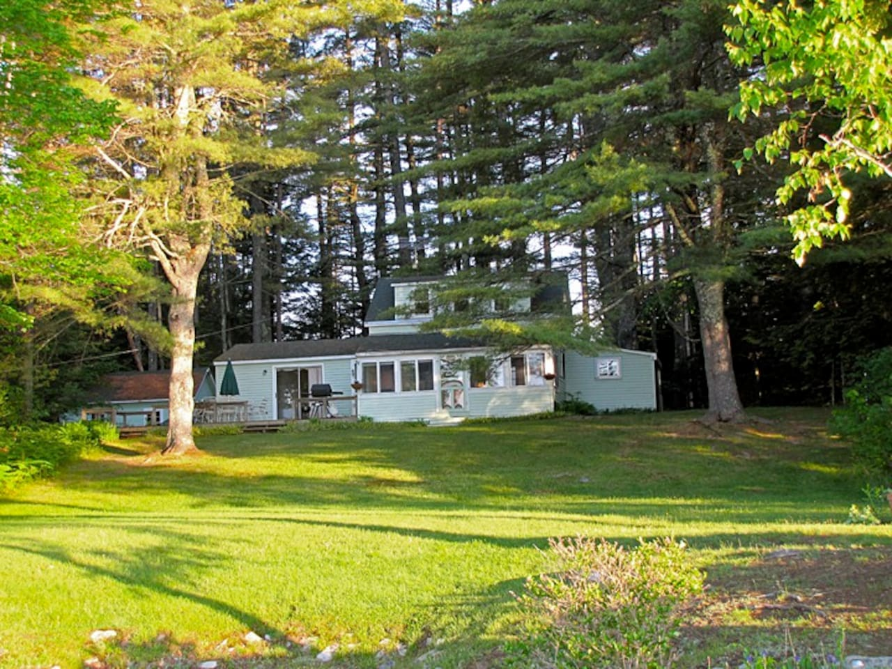 Great Pond Secluded Cottage With Expansive Lawn