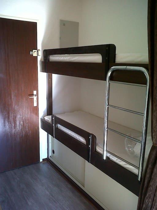 2 lits superposés en cabine séparée du séjour