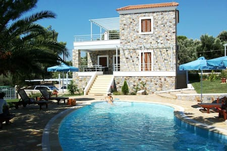 SELLADOS BEACH VILLAS  Mediterranean luxury suites - Plomari - Villa
