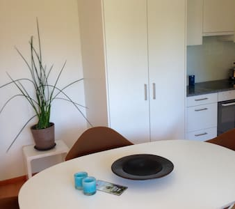Sunny Private Apartment with Garden - Steinhausen - Apartament