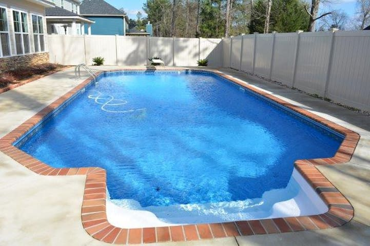 Six Bedroom House with Private Pool In Augusta - Augusta - House