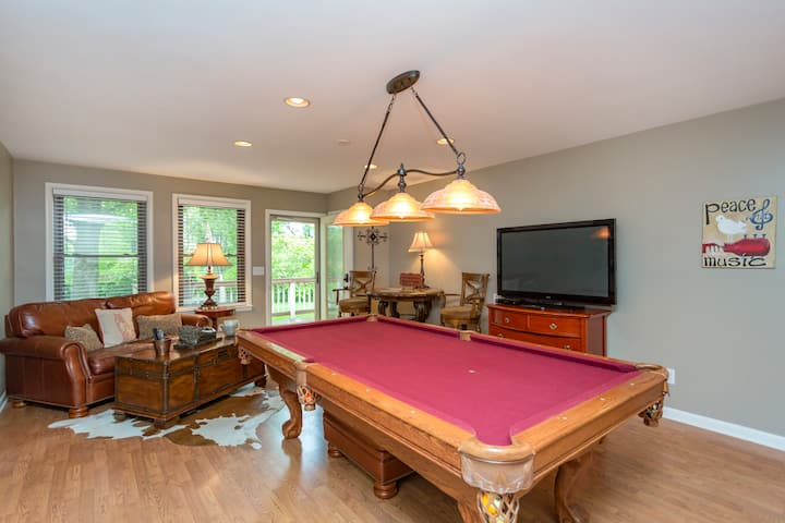 Nashville Retreat w Pool Table + WiFi