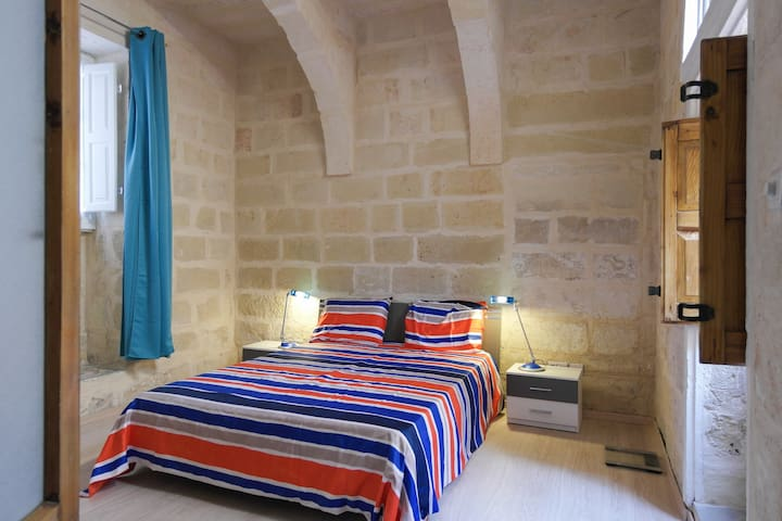 Town House + Garage - Superb Located - + FREE Taxi - Saint Julians - House