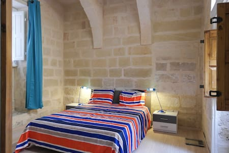 Town House - Superb Located -5 STARS + FREE Taxi - Saint Julians