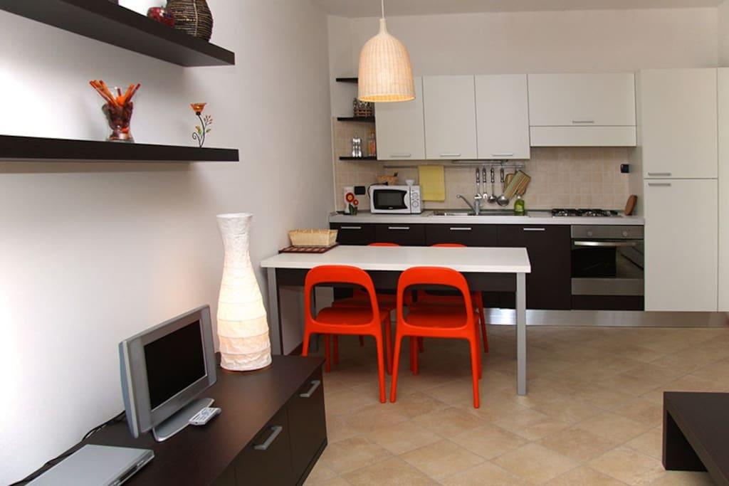 soggiorno e cucina / dining room and kitchen