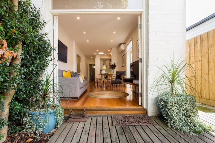 Victorian Terrace House in vibrant Collingwood