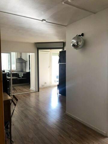 Appartement moderne toutes commodité, parkinprivé