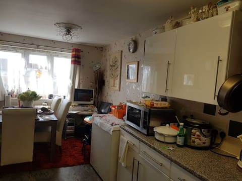 1 double bedroom - 8 min bus to city center