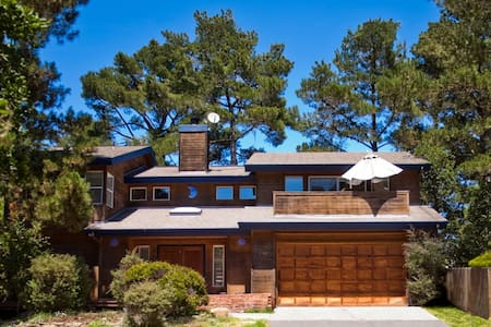 A Custom home, Nestle in the Pines of Cambria - 캠브리아