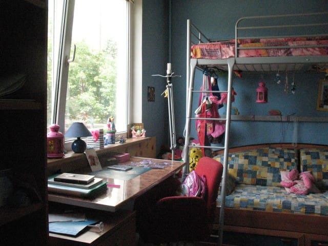2 extra beds for children ( fee:10 Euro per day)/2 доп кровати за отдельную плату 10 Euro