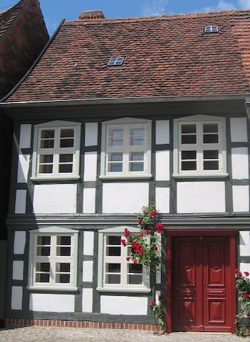 Fachwerkhaus&Garten nahe der Elbe - Hansestadt Werben (Elbe) - House