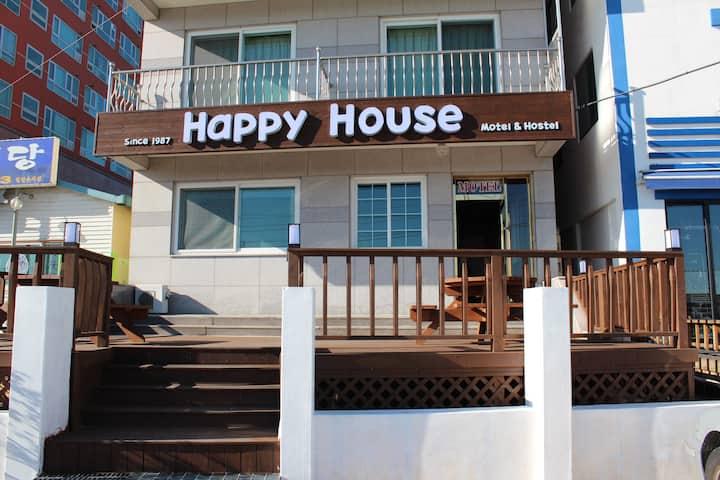 속초중앙에 위치한 HAPPY HOUSE HOSTEL