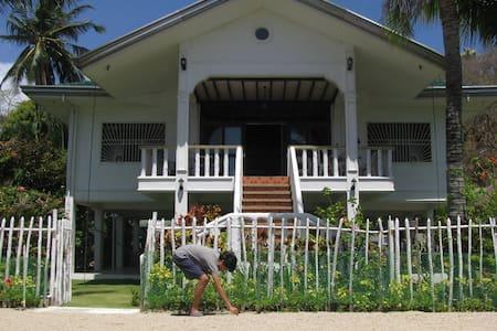 Cool, cozy getaway - Boquete Breeze, Puerto Galera