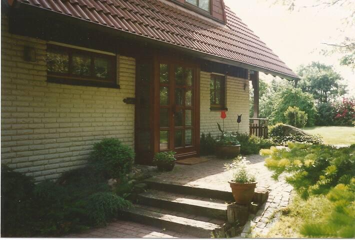 Individuelles Haus am See - Langen - Casa