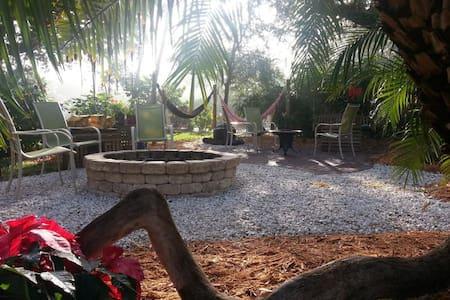 Private Island Home w/Pool/A+Yard - เวโรบีช - บ้าน