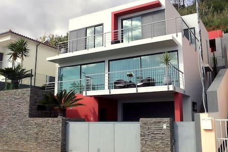 Villa Palmeira - House
