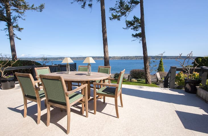 A  Gorgeous 3 Bedroom Ocean View Home