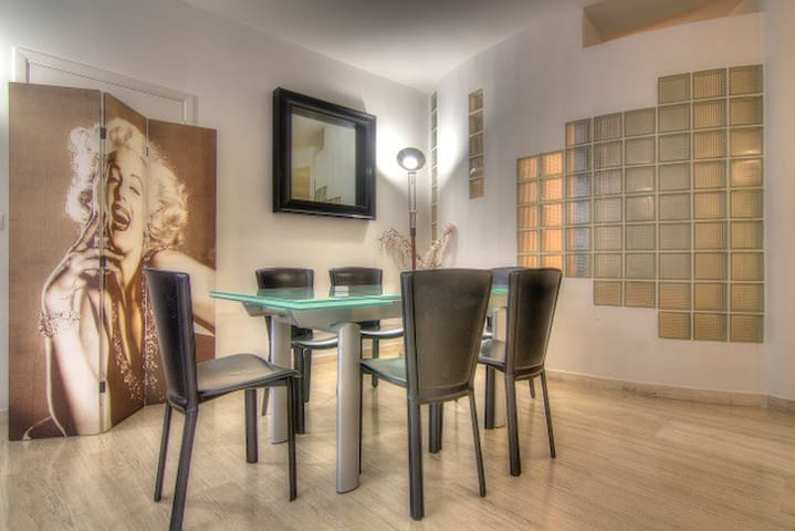 Cannes Duplex 28 rue d'Antibes 210m2 park possible