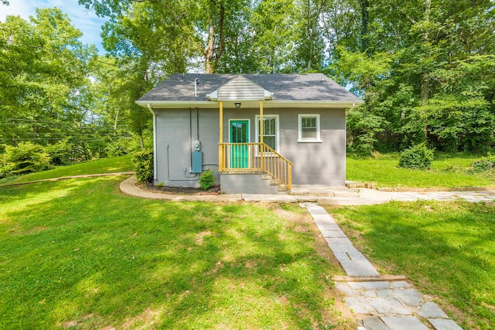 Cute cottage! Close to UT hospital and downtown!