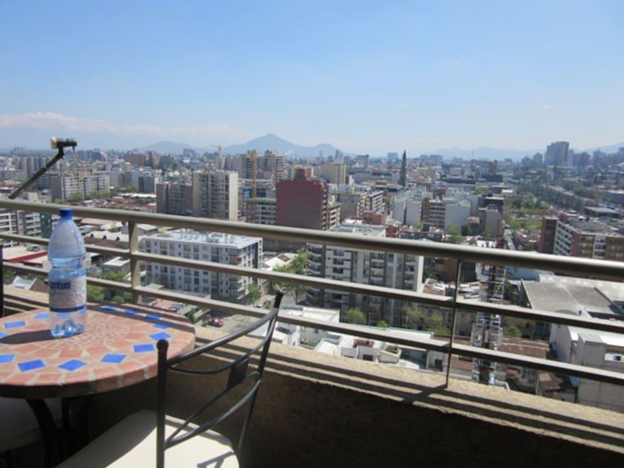 Vista panorámica de Santiago de las terrazas del edificio