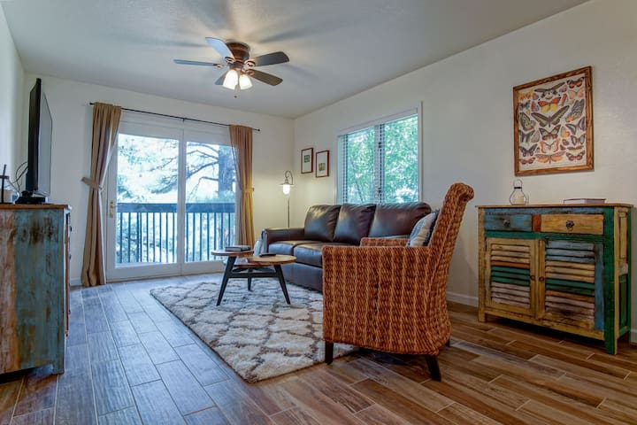 Utterly Trendy, Updated, Charming Country Club Condo w/ Golf Course & Mt Views