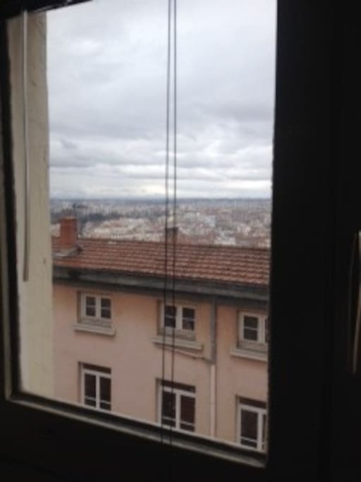 Vue au réveil, depuis la mezzanine. Quand il fait beau, on peut voir le Mont Blanc!