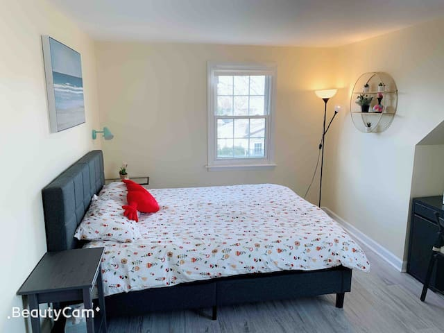 Syosset Cozy 2  Room
