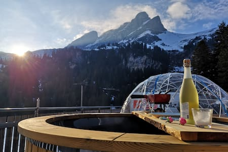 Panorama-Bubble-Suite withWhirlpool in Mountains