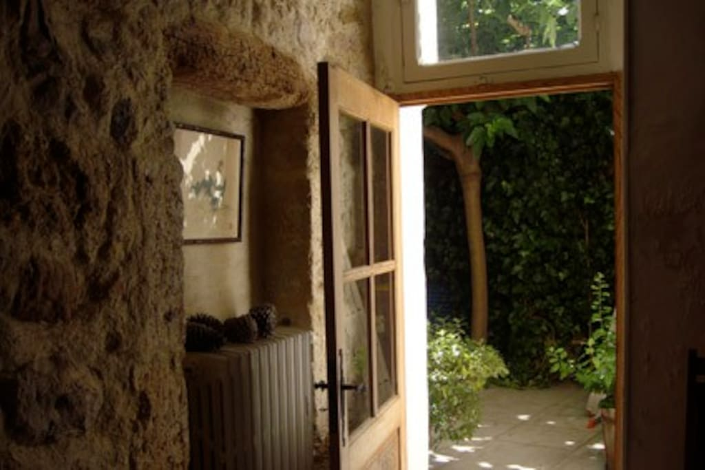 door from kitchen to courtyard