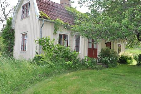 "Cottage ""Ekeberg"" Kållandsö with athmosphere"