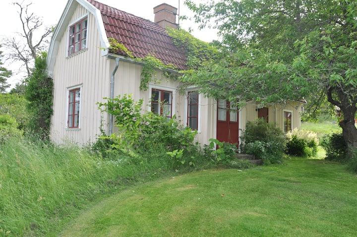 "Cottage ""Ekeberg"" Kållandsö with athmosphere"