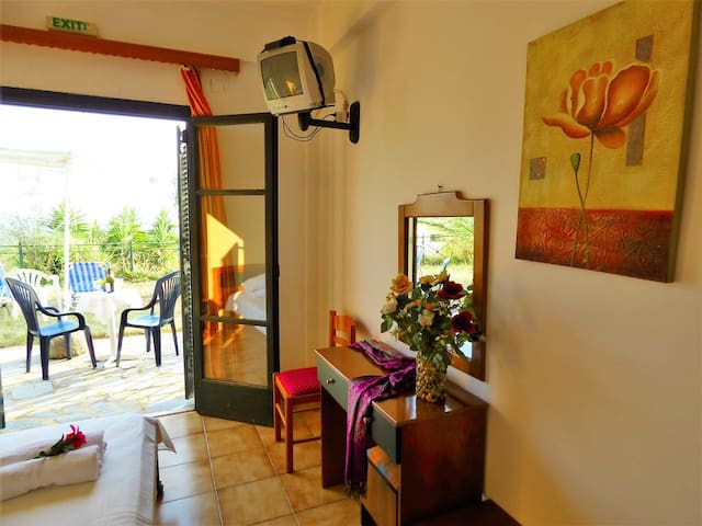 Studio in a huge peaceful garden with sea view - Mikri Mantineia - Apartment