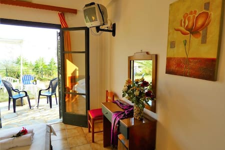 ARTEMIS Studio I: Huge peaceful garden&sea view!! - Mikri Mantineia - Wohnung