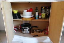 E roba di cucina di base And basic cooking stuff