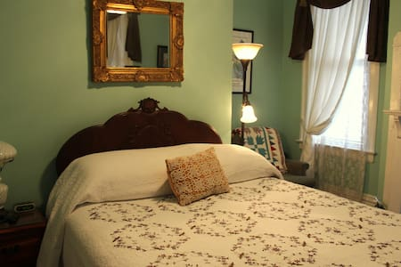 Natchez BB room with private bath, free breakfast - Natchez