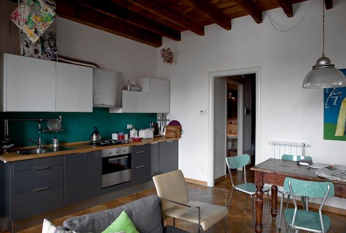 cucina a vista con forno e lavapiatti
