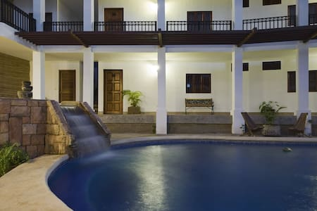 Hotel Mozonte en Managua - Bed & Breakfast