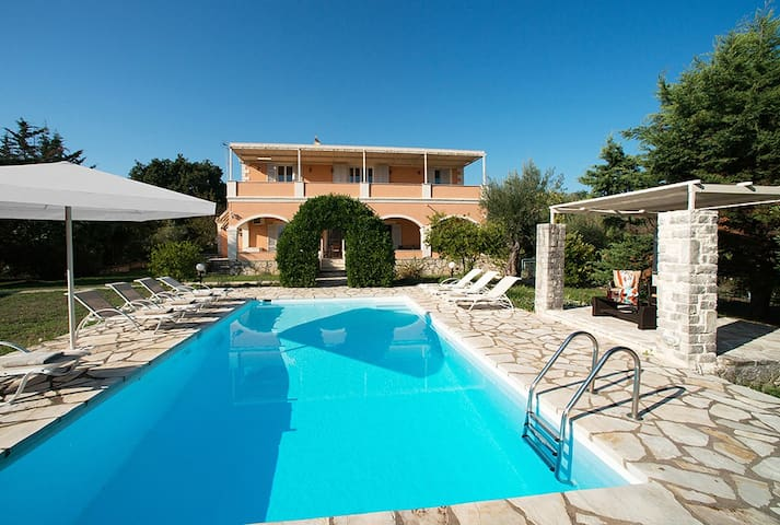 5 bedroom villa sleeps 10 in kassiopi