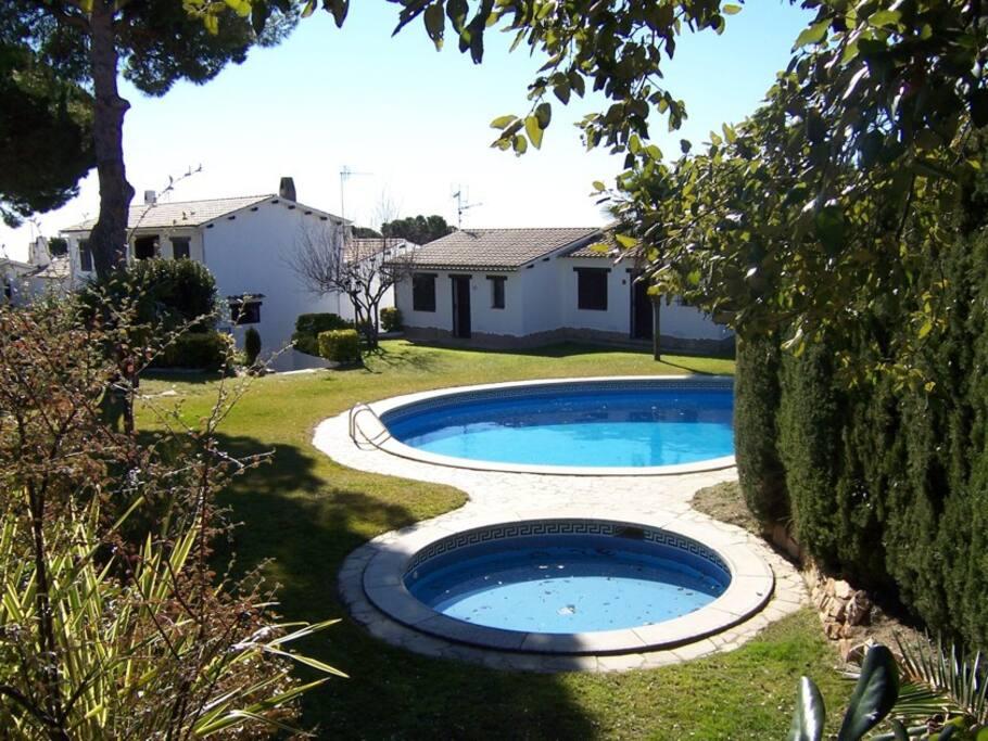 Casa en la costa brava con piscina maisons louer for Piscinas costa brava