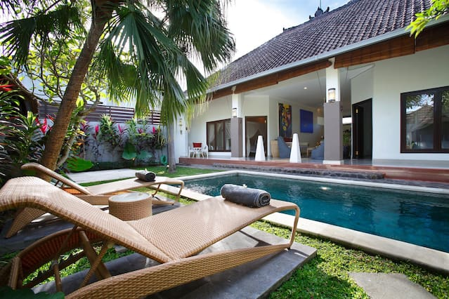 Gambar Kanopi Kayu Minimalis  airbnba seminyak beach vacation rentals places to stay